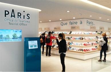L'Office de Tourisme et des Congrès de Paris choisit la solution de gestion de file d'attente IzyFil pour accueillir ses visiteurs.