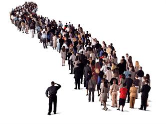 Dans un monde idéal, il ne devrait pas exister de file d'attente, pourtant en moyenne nous passons deux ans à faire la queue.